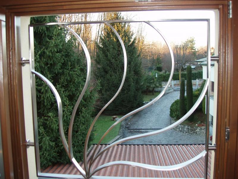 Inferriate grate di sicurezza per porte e finestre in - Prezzi inferriate per porte finestre ...